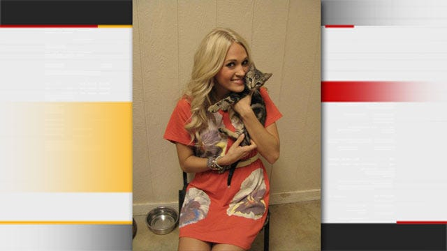 Carrie Underwood Tweets Pics From Visit To Checotah Animal Shelter