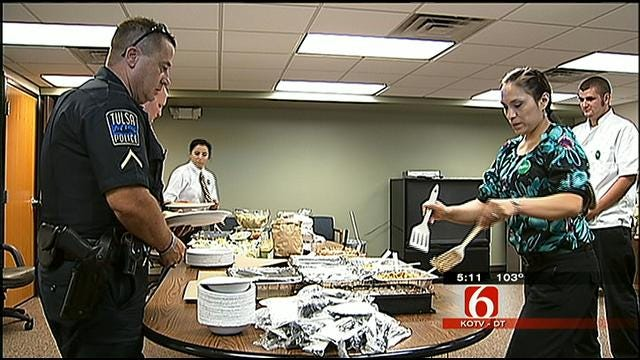 Olive Garden Donates Labor Day Lunches To Tulsa Police