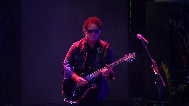 Journey Guitarist Inducted Into Oklahoma Music Hall Of Fame