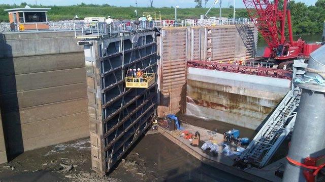 Corps Repairs Lock Gate On McClellan-Kerr Navigation System