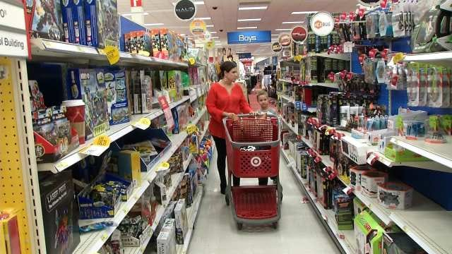 Shopping Days Dwindle As Christmas Looms In Green Country