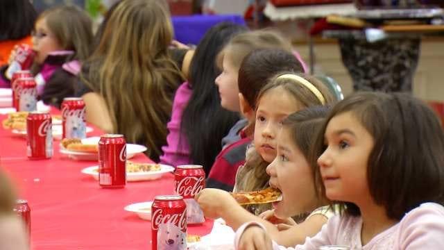 Green Country Home Builders Bring Christmas To Henryetta Kids