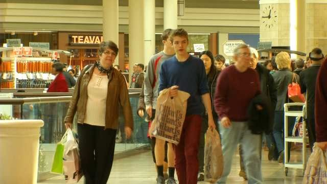Green Country Shoppers Look For After-Christmas Deals