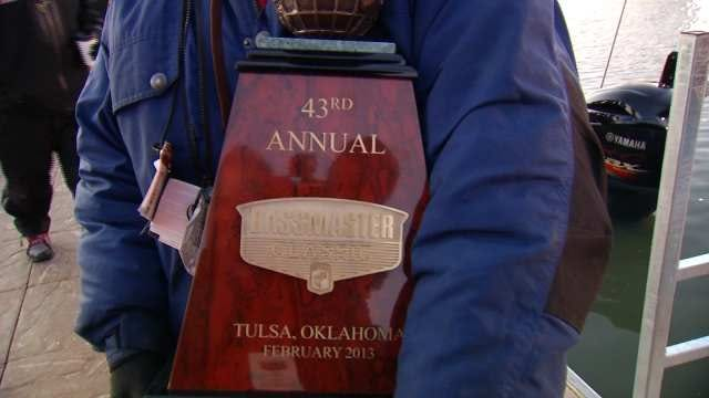 Fans Line Up In Tulsa For Big Bassmaster Classic Finish