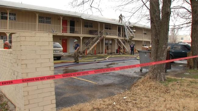 Tulsa Firefighters Battle Apartment Fire At 10th And Lewis
