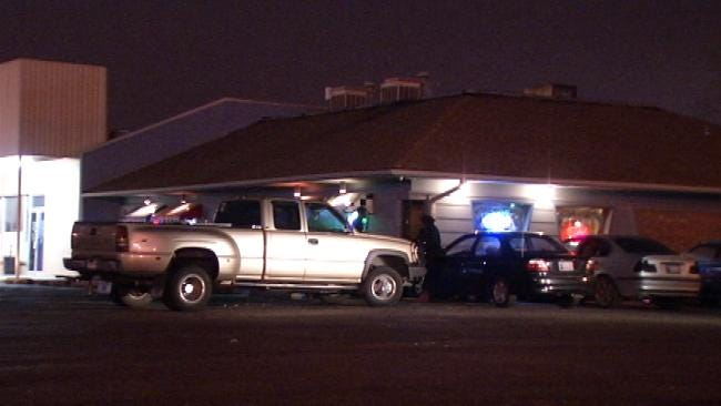 Man Stumbles Into Tulsa QuikTrip With Multiple Stab Wounds