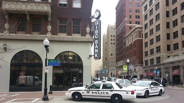 Man Robs Downtown Tulsa Bank, Flees