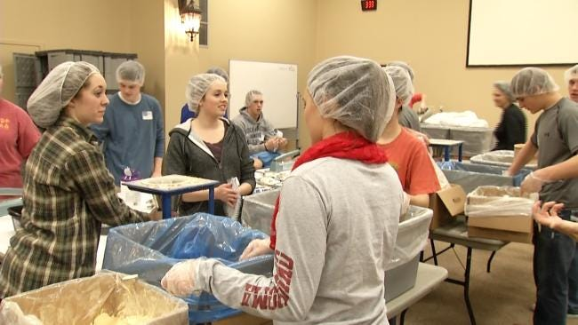 Tulsa Volunteers Helping To Feed Hungry Children