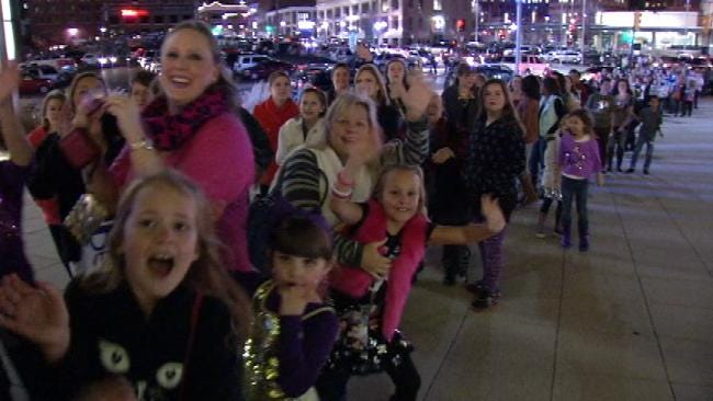 Tulsa Couple Surprises Granddaughter With Justin Bieber Tickets