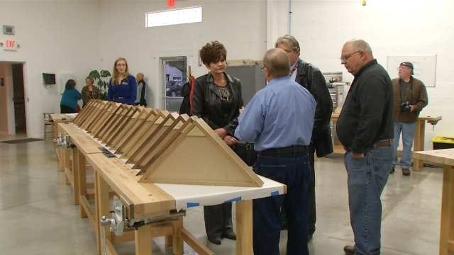 Oklahoma's Own Volunteers Make Tributes To Fallen Heroes