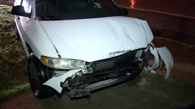 Tulsa Police: Driver Abandons Van After Crashing On I-244