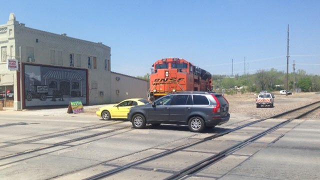 BNSF Locomotive Derails In Downtown Sapulpa