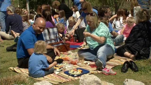 Tulsa School Celebrates Earth Day With Trashless Picnic