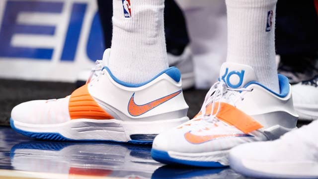 December's Good Deed: Kevin Durant Replaces Boy's Stolen Sneakers