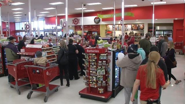 Last Minute Shoppers Take Over Christmas Eve