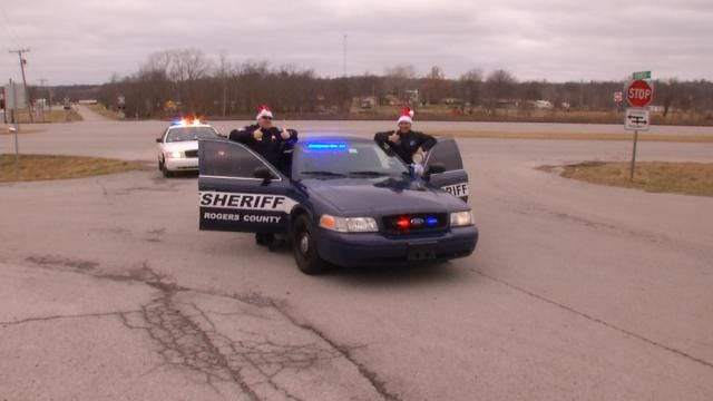 Rogers County Deputies Hand Out Gifts Instead Of Tickets