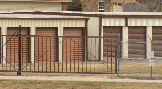 Salina Man Traps Suspected Thieves In Storage Facility