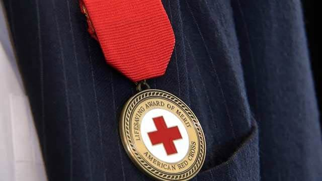 Red Cross Honors Tulsa Mayor, Restaurant Employees For Performing CPR