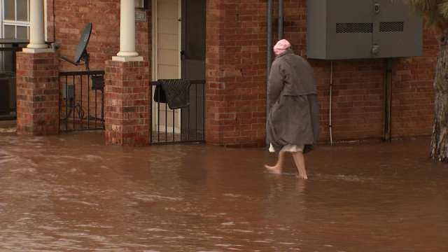 Water Main Breaks, Flooding West Tulsa Apartments