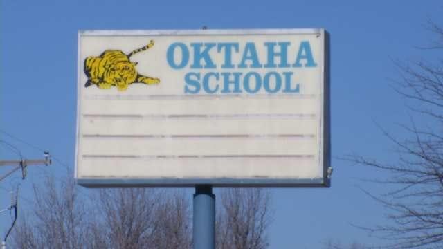 Oktaha High School Basketball Team Rescues Couple After Car Accident
