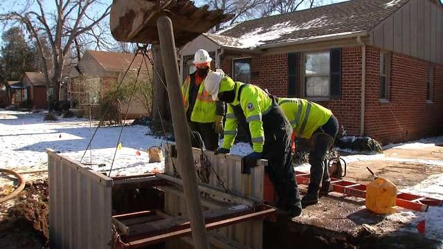 Tulsa Workers Try To Stay Warm While Working In Record Cold