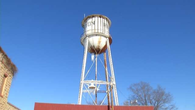 Giant Icicles Form On Pawnee Town Water Tower After Leak