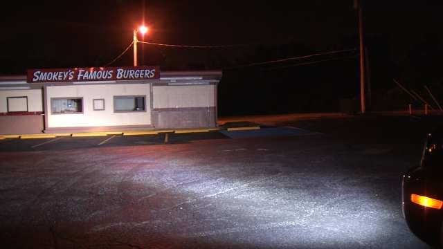 Man Robbed Outside Smokey's Burgers In Tulsa