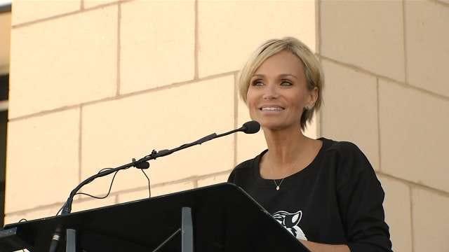 Broken Arrow Graduate Kristin Chenoweth Speaks School