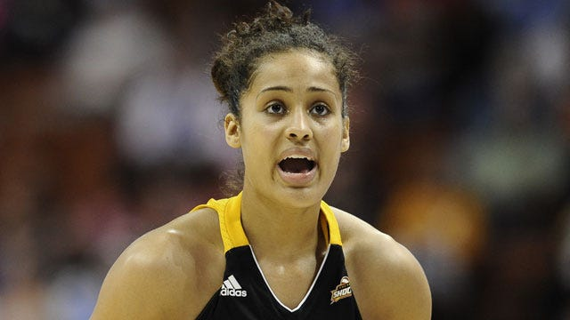 Diggins Leads Shock In Rout Of San Antonio