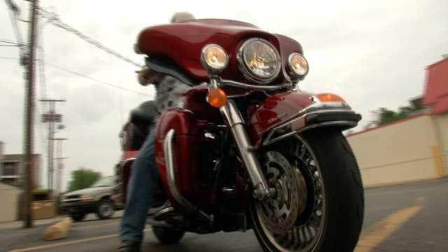 Tulsa Bikers Ride To Memphis To Thank Injured Military Veterans