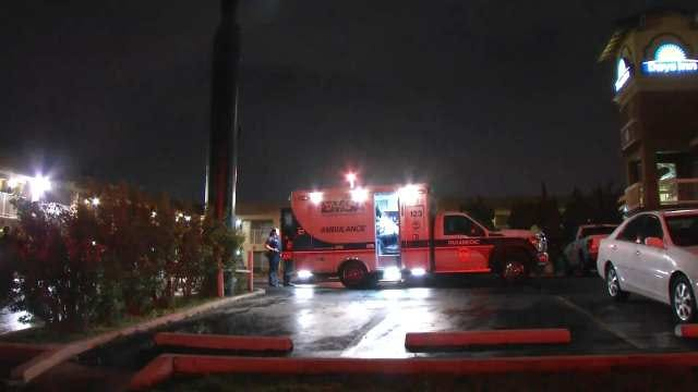 Police Talk Man Down From Roof Of Tulsa Motel