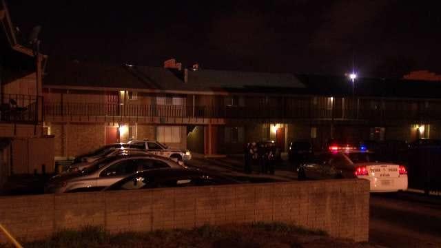 Tulsa Man Shot In Leg After Robbers Kick In Front Door
