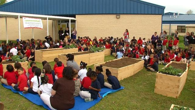 Tulsa Elementary School Dedicates New 'Teaching Garden'
