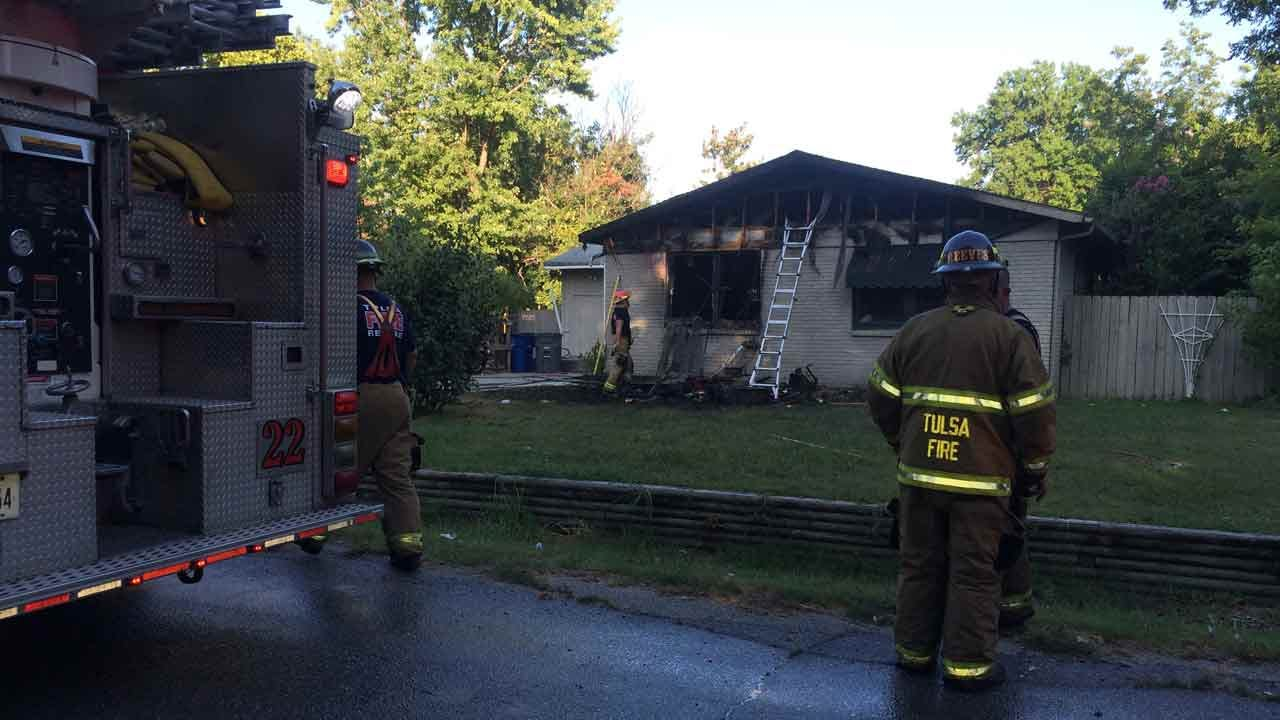 Eight Escape Tulsa House Fire