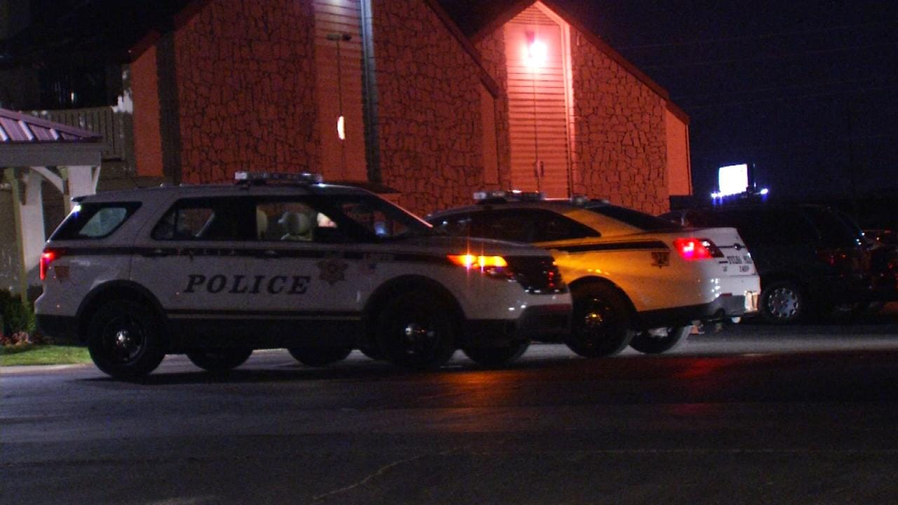 Man Robbed At Gunpoint In Tower Crossing Apartments Parking Lot