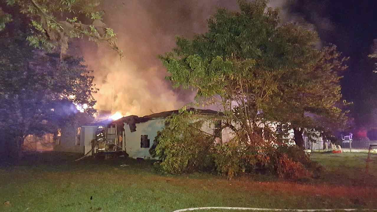 Neighbors Wake Claremore-Area Family During House Fire