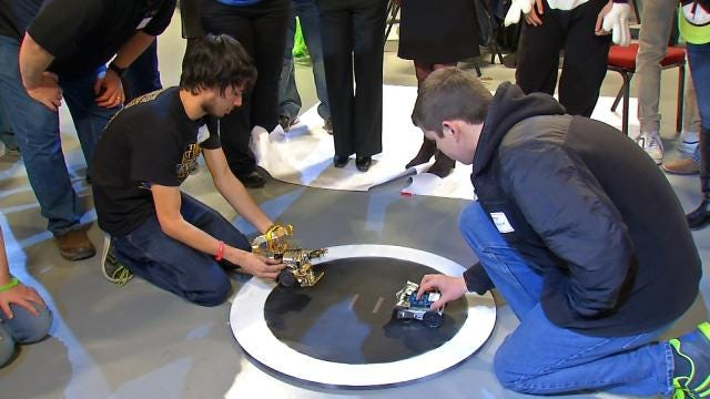 Mayes County Students Create Sumo Wrestling Robots