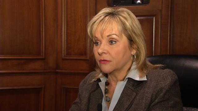 Fallin Issues Hiring, Pay Raise Freeze For State Workers