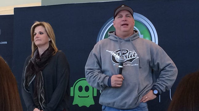Garth And Trisha Talk About Coming Home At News Conference