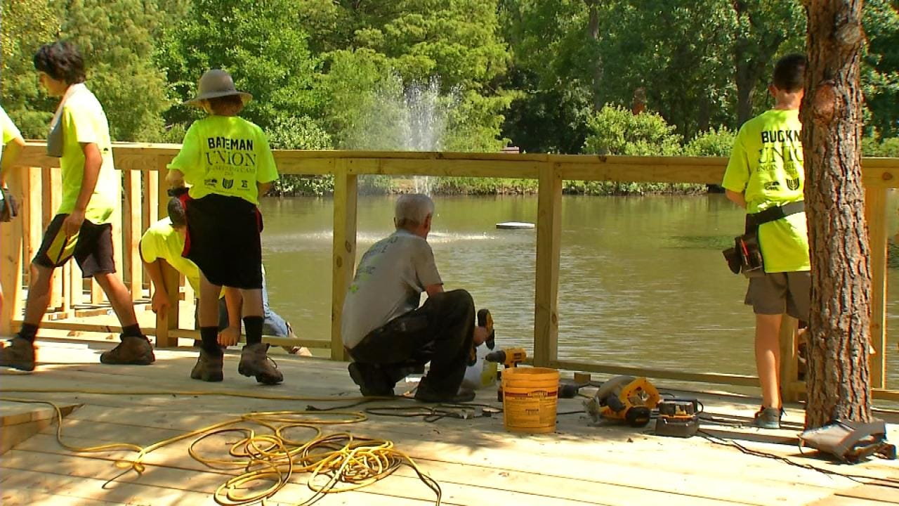 Union Middle School Students Build Zoo Observation Deck
