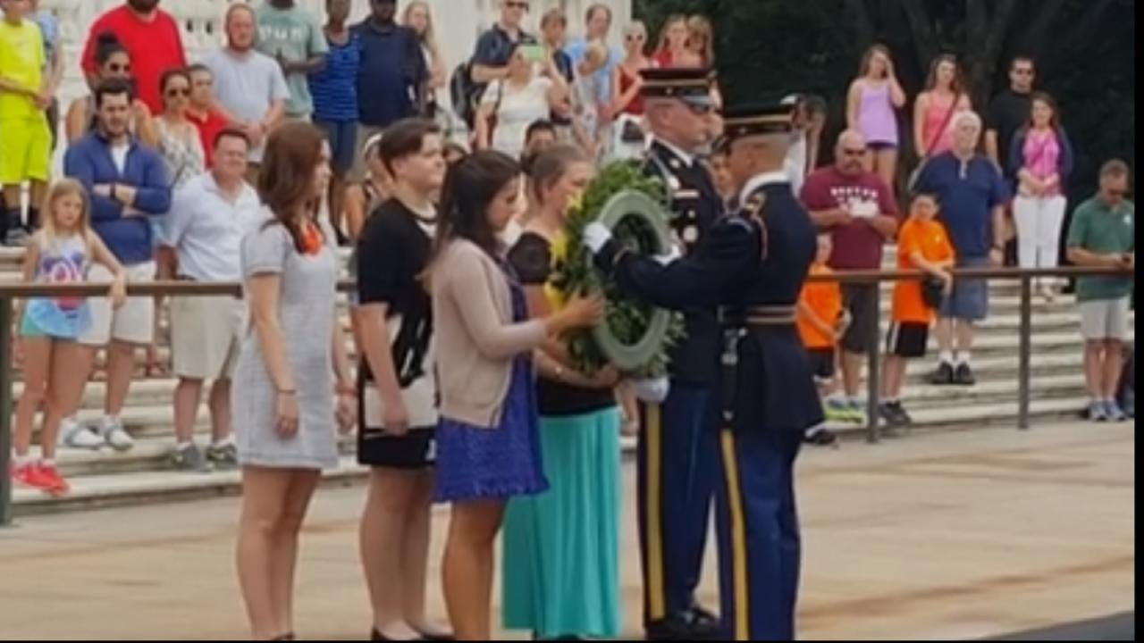 Sand Springs Students Lay Wreath At Tomb Of The Unknown Soldier