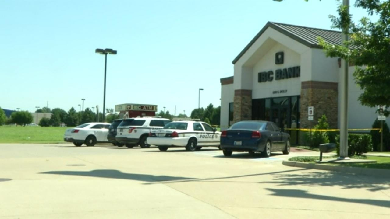 Armed Woman Robs IBC Bank In Midtown Tulsa