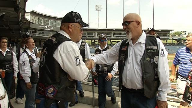 Rolling Thunder Helps Bring Chair Of Honor To ONEOK