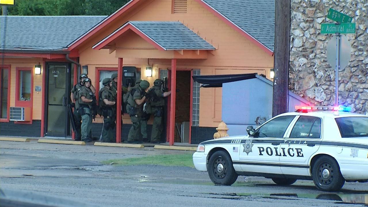 Gang Uses Tulsa Motel As Crime Base; Release Names Of 6 Arrested