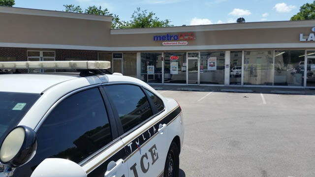 Police Investigate South Tulsa Cell Phone Store Robbery