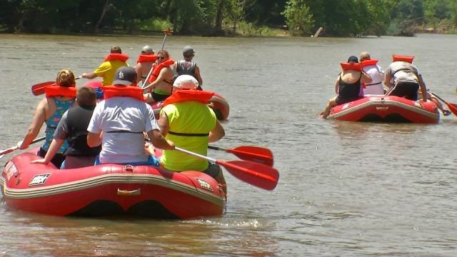 Flooded Illinois River Proving Dangerous For Floaters