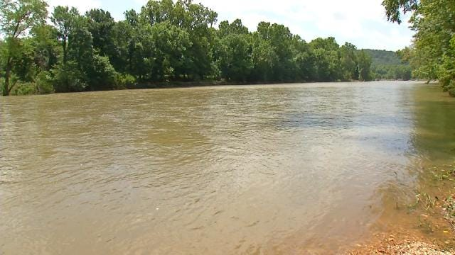 Floaters Survive Fast-Moving, Flooded Illinois River