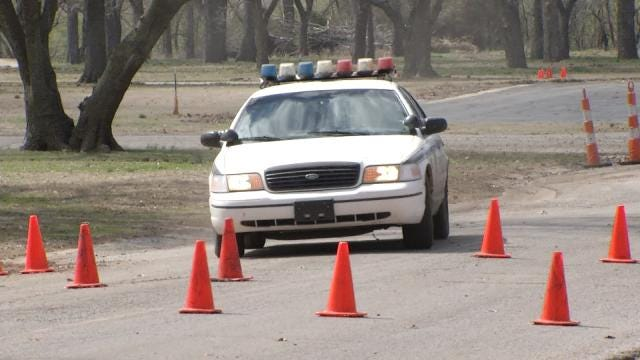 Tulsa City Councilor Learn TPD Driving Maneuvers