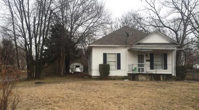 Authorities Defuse Pipe Bombs Found In Claremore Neighborhood