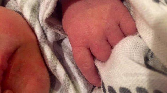 Carrie Underwood Tweets Photo Of Newborn Son